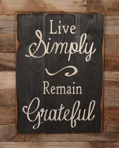 Large Wood Sign - Live Simply, Remain Grateful - Subway Sign - I like the dark background, distressed edges and white text Diy Wood Signs, Pallet Signs, Barn Signs, Rustic Signs, Sign Quotes, Sign Sayings, Wood Signs With Quotes, Wall Quotes, Sayings And Quotes