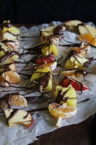 Fruit kebabs with raw chocolate