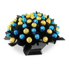 Milk Baci and Ferrero sensation arrangement is filled with an assortment of 30 milk chocolate Baci's and 30 Ferrero Rocher chocolates displayed in a beautiful ceramic vase Ferrero Rocher Bouquet, Ferrero Rocher Chocolates, Baci Chocolate, Chocolate Bouquet, Candy Bouquet, Message Card, How To Make Chocolate, Love Notes, Ceramic Vase