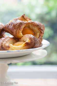 Crispy on the outside and juicy in the middle. These apricot custard Danish pastries are easy are SO GOOD