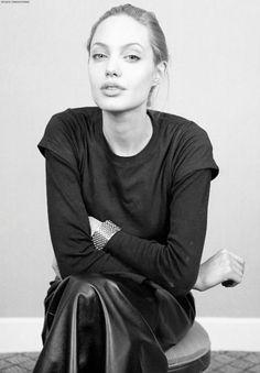 Angelina Jolie, 1990s
