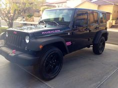 Blacked out Rubicon with pink accents  Jeep Girls does she need a lift? pic.twitter.com/aKGPDOIFOH