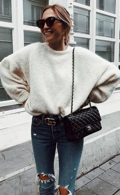 Simple winter outfit / sweater bag ripped jeans winter outfits you'll actually Fashion Casual, Fashion Mode, Look Fashion, Fashion Outfits, Womens Fashion, Fashion Stores, Fashion Fall, Fashion Trends, Fashion Lookbook
