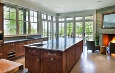 bruce+there-is-an-enormous-central-island-style-kitchen-that-lets-in-plenty-of-natural-light.jpg (800×511)