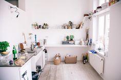Mira Schröder — Exhibition Designer & BLESS Store Resident, Apartment & Store, Prenzlauer Berg, Berlin. Interior Design Minimalist, Minimalist Home, Minimalist Apartment, Style At Home, Kitchen Interior, Interior And Exterior, Kitchen Decor, Cocina Diy, Architecture