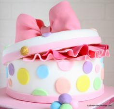 Hat box cake -- how cute is that?!