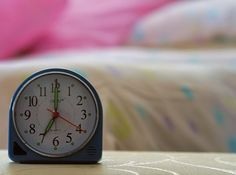 5 Tricks to Wake Up Naturally and Cut the Snooze Button Habit