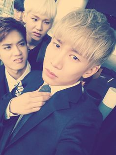 Ilhoon and Peniel are judging handsome Eunkwang... And then there's Sungjae.