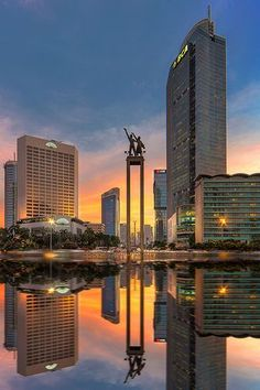 the symbol of capital city, Jakarta Indonesia Jakarta City, Places To Travel, Places To Visit, Thinking Day, Wanderlust, World Cities, City Photography, Capital City, City Lights