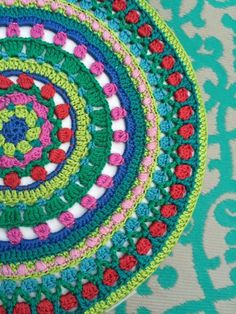 Mandala häkeln (2) Knitted Washcloth Patterns, Knitted Washcloths, Crochet Rug Patterns, Crochet Mandala Pattern, Crochet Circles, Knit Dishcloth, Crochet Blocks, Crochet Squares, Crochet Ideas