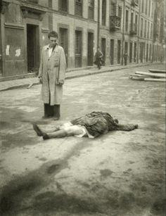 A maior parte das fotografias de guerra eram obtidas no final. A capacidade de captar a guerra a decorrer ainda era distante. Apesar de ser possível veria-se o arrastar dos corpos.