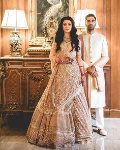 46 New ideas indian bridal necklace wedding dresses Indian Bridal Outfits, Indian Bridal Wear, Pakistani Bridal, Indian Dresses, Bridal Dresses, Indian Wedding Hair, Pakistani Suits, Wedding Lehnga, Bridal Lehenga Choli