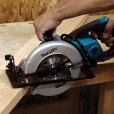 Makita 15-Amp 7-1/4 in. Hypoid Saw-5477NB - The Home Depot
