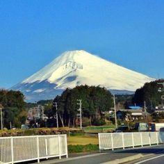 4/7/2014, 7:03am, 6℃/43℉. Mt.Fuji in Shizuoka Japan. 静岡県裾野市からの富士山。