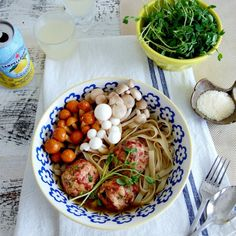 Duck meatballs and tagliatelle in broth. Duck Soup, Duck Confit, Peking Duck, Roast Duck, Meatball Recipes, Gumbo, Family Meals, Pork, Beef