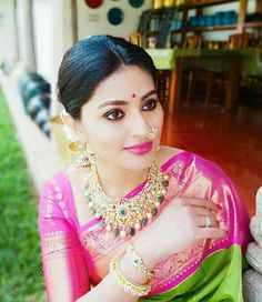 Here is something truly amazing for you to be honest as we have the latest pictures of popular South Indian actresses who look Stunning in gold and kundan jewelry. South Indian Bride, South Indian Actress, Indian Bridal, Antique Jewellery Designs, Indian Jewellery Design, Indian Jewelry, Bridal Jewellery, Latest Jewellery, Fashion Jewellery