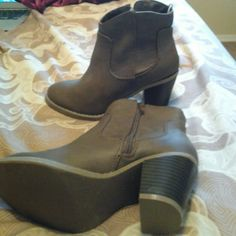 New Old Navy Ankle Boots. In Brown