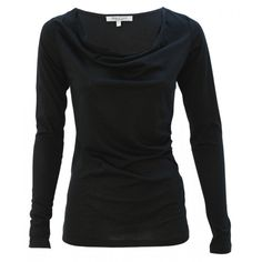"""In Deinem neuen Langarmshirt """"Cascade"""" wirst Du Dich rundum wohlfühlen. Mit modernem 529-Alma-Lovis-Bio-LangarmShirt-Cascade-kba-Baumwolle-_1-1000x1000Wasserfallausschnitt und seitlichen Raffungen. Zum Blazer oder aber auch zu Jeans lässt sich das Shirt super kombinieren, wie Du gerade Lust hast. Das fein fliessende Baumwoll-Jersey-Shirt aus 100% Bio-Baumwolle (aus kontrolliert biologischem Anbau) GOTS zertifiziert und 100% vegan."""
