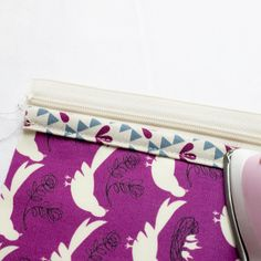 Sew Lay Flat Shoe Storage Bags - great for travel, organization, and more! Large Storage Bags, Shoe Storage Bags, Tote Storage, Large Bags, Sewing Patterns Free, Free Sewing, Shoe Bags For Travel, Keep Shoes, Medium Sized Bags