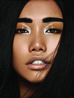 CHIC BEAUTY l bold brow l nude lips l glossy