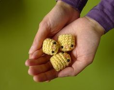 http://queerlyobscure.hubpages.com/hub/Free-Easy-Amigurumi-Patterns-For-Beginners