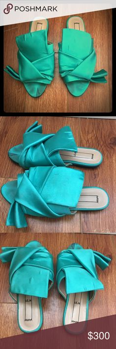 No 21 Folded Satin Mule Slide Sandals These were technically listed as a size 8.5, but were listed as running small. I have listed them as an 8, because that's the size I wear and they fit perfectly. Please note that these do show signs of wear(see photos). No 21 Shoes Sandals