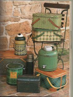 Vintage Lunch Boxes, Vintage Picnic, Vintage Tins, Vintage Stuff, Vintage Farmhouse Decor, Vintage Home Decor, Vintage Kitchen, Rental House Decorating, Country Fair