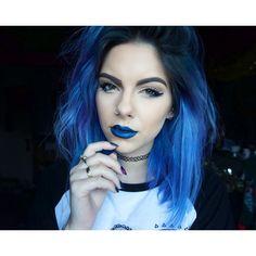 Sophie Hannah Richardson blue hair. Instagram @sophiehannahrichardson