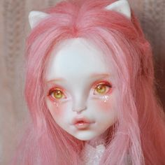 Super beautiful Catrine DeMew Custom doll repaint, featuring pink blush accents and glittery eye makeup. Custom Monster High Dolls, Monster Dolls, Monster High Repaint, Custom Dolls, Monster High Clothes, Ooak Dolls, Blythe Dolls, Art Dolls, Ever After High