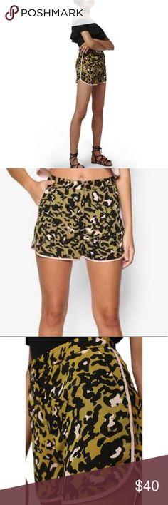 EMERALD TopShop PETITE Animal Jacquard Shorts in Green