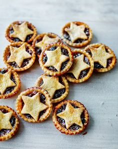 Mary Berry's Festive Feasts: Classic Mince Pies ~ traditional Christmas treat ~ #GBBO | via Sunday Express