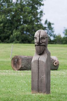 Viking wood statue by Robin Smidsrød, via Flickr