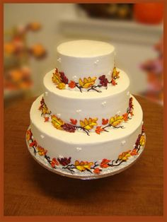 best fall wedding centerpieces | Fall Leaves Wedding Cakes (Source: bellefetegroup.com)