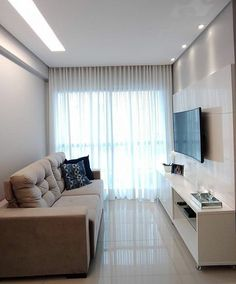Cortina de tecido, sob medida no trilho suísso. Condo Living Room, Narrow Living Room, Ceiling Design Living Room, Small Apartment Living, Small Apartment Decorating, Home Room Design, House Rooms, Home Interior Design, Living Room Designs