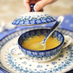 A lidded soup bowl! Heart eyes!