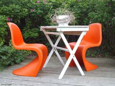 Sinuous Panton chairs look great outdoors.