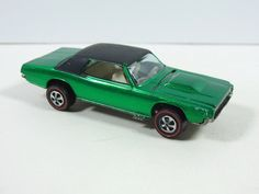 Hot Wheels REDLINE CUSTOM T-BIRD 1968 GREEN US W/BADGE, EXTREMELY NICE
