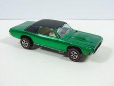 Hot Wheels REDLINE CUSTOM T-BIRD 1968 GREEN US W/BADGE, EXTREMELY NICE