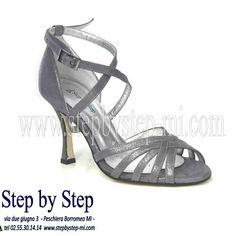 Sandalo in camoscio grigio