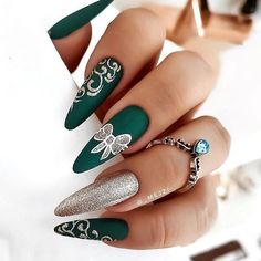 Christmas Nail Art Designs, Winter Nail Designs, Holiday Nails, Christmas Nails, Winter Christmas, Cute Nails, Pretty Nails, Green Nail Designs, Nagellack Design