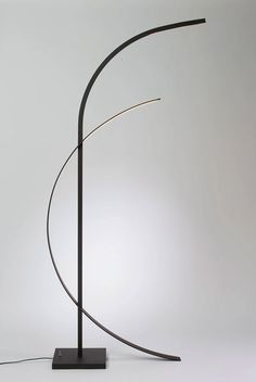 French artist Nathalie Nahon designs minimalist lamps with an almost poetic movement in its structure. The origin of her inspiration lies in her personal views. Diy Floor Lamp, Modern Floor Lamps, Cool Floor Lamps, Scandinavian Interior Design, Apartment Interior Design, Modern Lighting Design, Minimalist Home Decor, Brass Lamp, Living Room Lighting