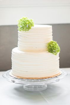 Two-tier white wedding cake from Whole Foods. Jessica's & Josh's Savannah wedding at Forsyth Park. Photographed by Priscilla Thomas Photography.