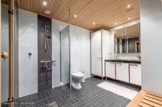 94,5m² Kirkkokatu 1 Helsinki Kerrostalo kaksio | Oikotie Modern Bathrooms, Helsinki, Alcove, Bathtub, Standing Bath, Bathtubs, Modern Contemporary Bathrooms, Bath Tube, Modern Bathroom