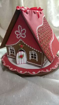 VERY cool change for the typical gingerbread house! VERY cool change for the typical gingerbread house! Gingerbread Dough, Gingerbread Village, Christmas Gingerbread House, Christmas Sweets, Christmas Cooking, Christmas Goodies, Gingerbread Cookies, Christmas Decorations, Royal Icing Gingerbread House
