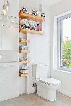 Repisas en el baño, aprovechando el espacio!
