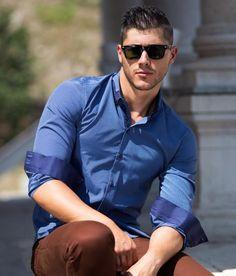 Елегантна синя ризи #shirts Male Form, Sexy Men, Casual Outfits, Menswear, Shirt Dress, Mens Fashion, Actors, Guys, Mens Tops