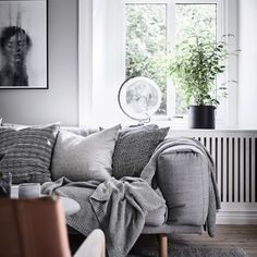 ¿Tenéis un rincón de trabajo en casa? ¿Algún lugar donde habéis colocado una mesa de estudio y una silla de oficina? Al comenzar un nuevo curso siempre nos gusta renovar un poquito este espacio de …