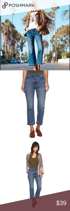 """FREE PEOPLE Cropped Jeans NWOT Free People Kick Flare Cropped Jeans. There is a paint spot or something on left leg (there when I bought them). Inseam: 26"""", Waist laying flat: 17"""", Rise: 9.5"""". ALL OFFERS WELCOME 💛 Free People Jeans Ankle & Cropped"""