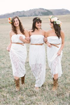 Outdoor family photo shoot of mom and two teen daughters by @ShutterChic Photography | Two Bright Lights :: Blog