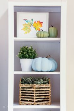 How to Style Bookshelves for Fall | The Happy Housie | On the blog, I'm sharing some simple design tips for how to style bookshelves for fall around a tv. #falldecor #stylingbookshelves Country Fall Decor, Modern Fall Decor, French Country Decorating, Blue Home Decor, Fall Home Decor, Autumn Room, Bookshelf Inspiration, Styling Bookshelves, Stone Mantel
